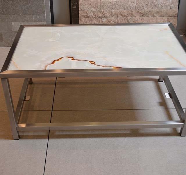 Onice Bianco su struttura in alluminio